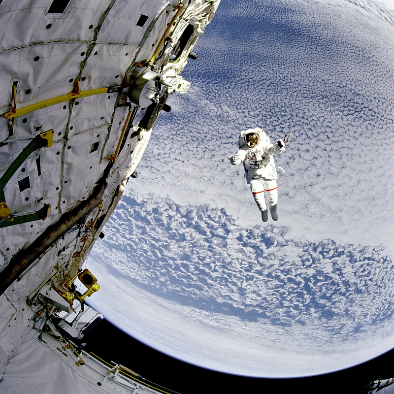 astronaut 002